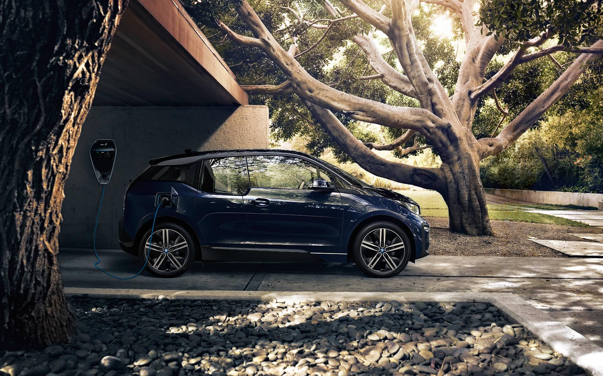 BMW i3 Erfahrungen der neue BMW i3 beim Ladevorgang Bildquelle: BMW
