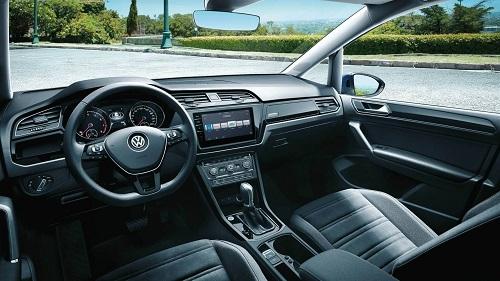 Bild vom Innenraum und Cockpit des VW Touran II Bildquelle: Volkswagen.de