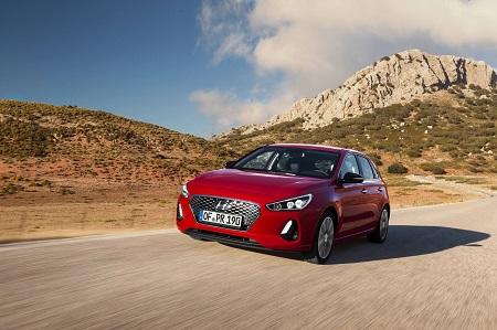 Bild vom neuen Hyundai i30 2017 Frontansicht und Seitenansicht Bildquelle: hyundai.de