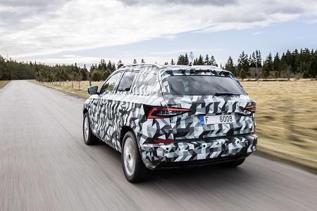 Bild vom neuen Skoda Karoq Kompakt-SUV, Nachfolger des Yeti Heckansicht Bildquelle: skoda-presse.de