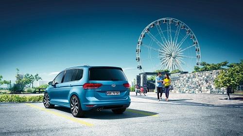 Blick auf das Heck des VW Touran II Bildquelle: Volkswagen.de