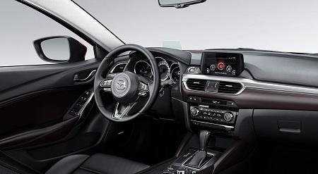 Cockpit und Armaturen im Mazda 6 Kombi 2017
