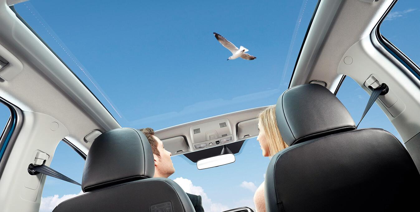 Erfahrungen zum Mitsubishi ASX Blick von Innen Panoramadach Bildquelle: mitsubishi-motors.de