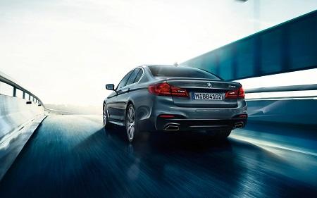 Neuer BMW 5er 2016 als Limousine Heckansicht Blick nach Hinten auf die Auspuffanlage Bildquelle: bmw.de