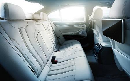 Neuer BMW 5er 2016 als Limousine Innenraum Interieur Blick auf das Raumangebot und Platzangebot Hinten Bildquelle: bmw.de