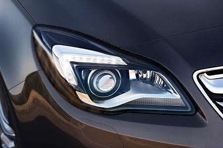 Neuer Opel Insignia 2017 Erlkönig Front LED Bildquelle: Opel