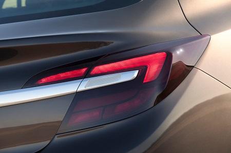 Neuer Opel Insignia 2017 Erlkönig Heck Ansicht LED Matrix Bildquelle: Opel