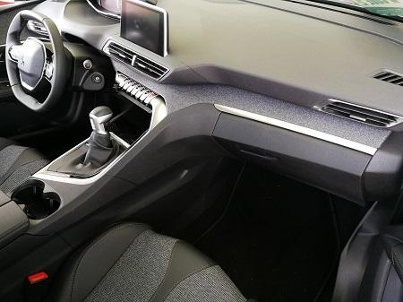 Peugeot 5008 Erfahrungsbericht Bild vom Innenraum und vom Cockpit des 5008