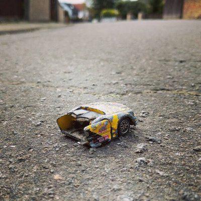 Schadensmeldung beim Autounfall Bildquelle: Flickr Bernd Baltz