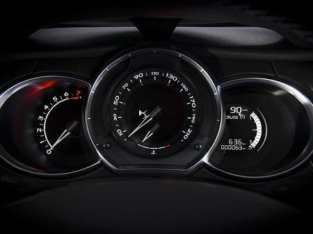 Der neue Citroen DS3 2016 Tachoanzeige und COckpit im neuen Citroen DS3