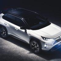 Toyota RAV4 2019 Daten und Fakten Blick auf die Front und Seite Bildquelle: toyota.de