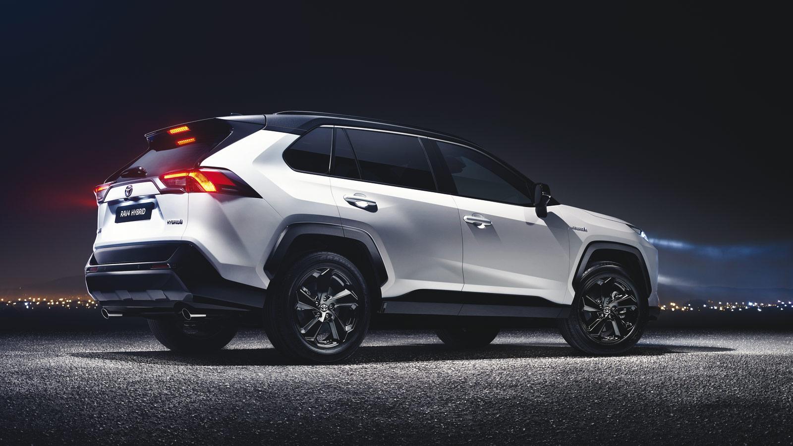 Toyota RAV4 2019 Seiten- und Heckansicht des neuen SUV Bildquelle: toyota.de