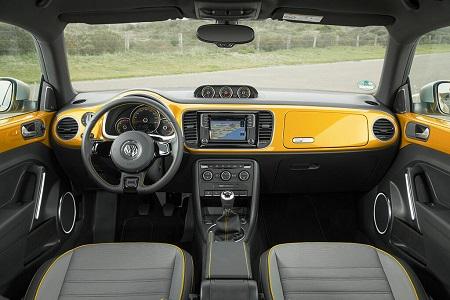 VW Beetle Erfahrungsbericht Bild vom Innenraum des VW Beetle Dune Bildquelle: Volkswagen AG