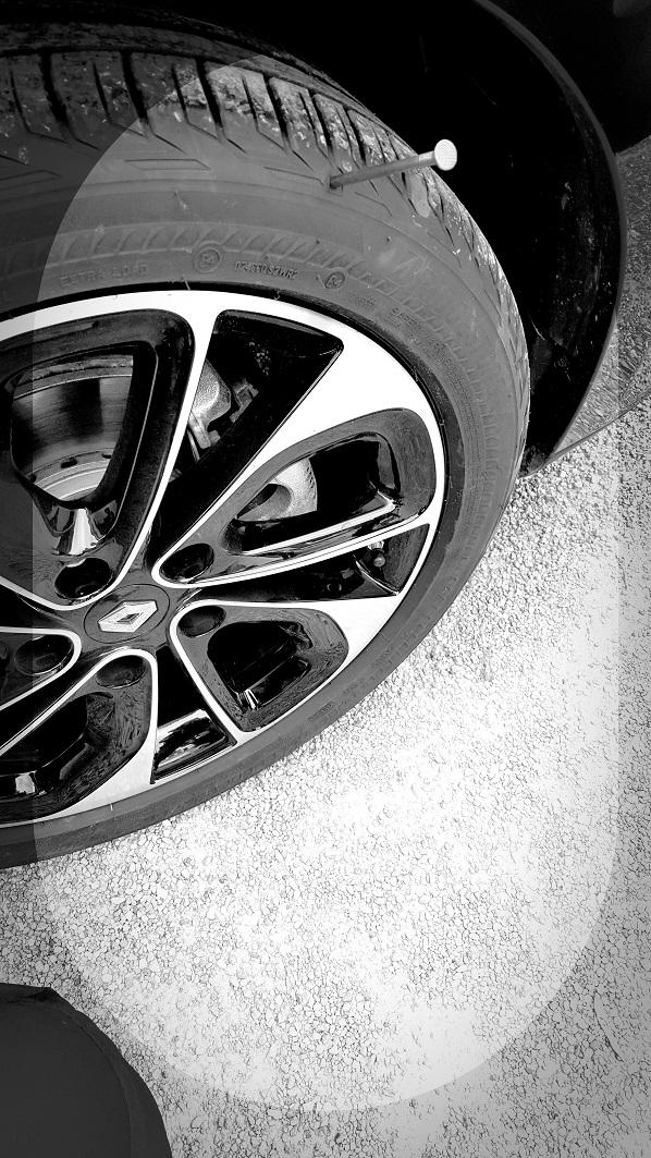 Auch nach einem Reifenschaden ist die Weiterfahrt möglich mit dem Bridgestone DriveGuard